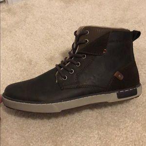 Brand new size 9 men's Sneaker boot